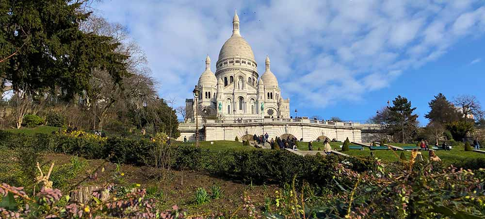 An original treasure hunt team building in Montmartre