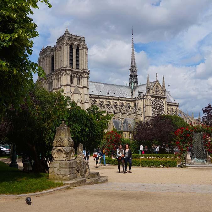 image carré team building Notre Dame 1