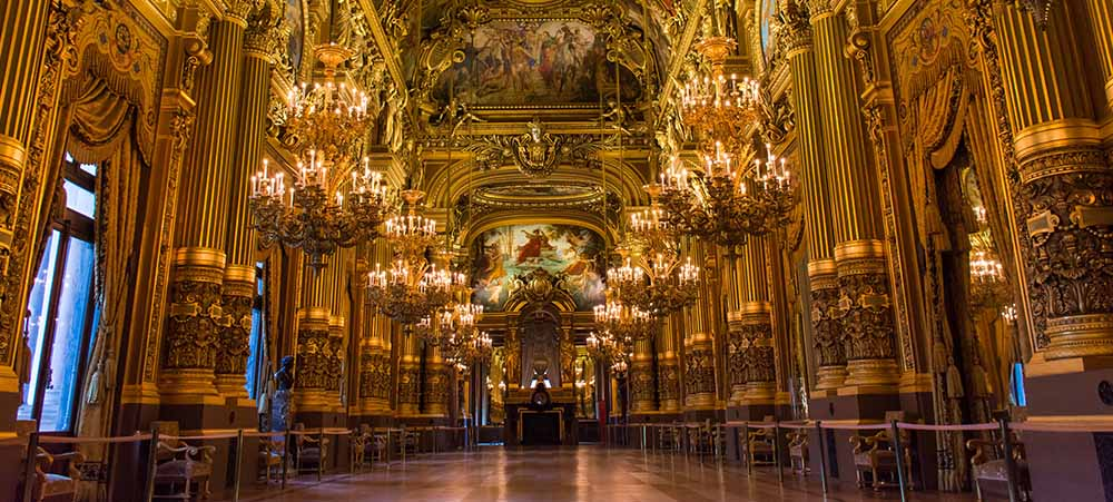 Ballets in Paris and lyrical art in the gildings of the Opera Garnier