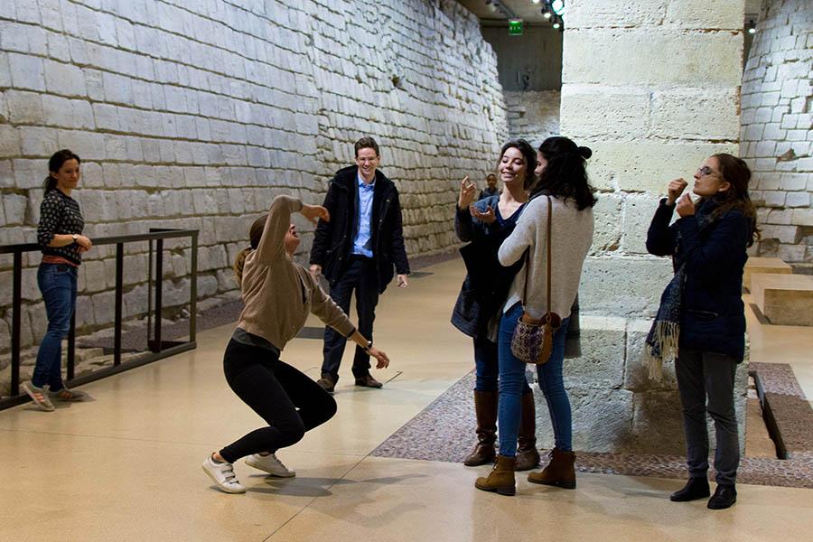 team building en intérieur musée du Louvre