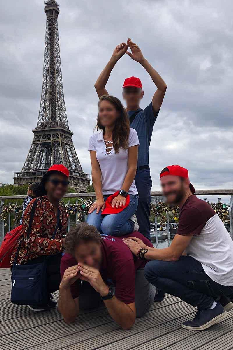 activité en équipe originale à Paris Tour Eiffel
