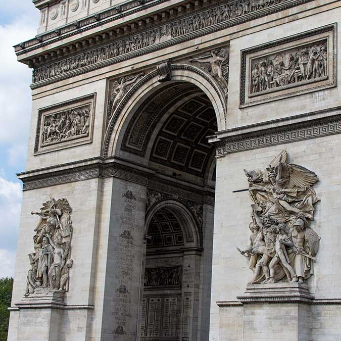 scavenger hunt team building in Arc de Triomphe district 8 to 80 people
