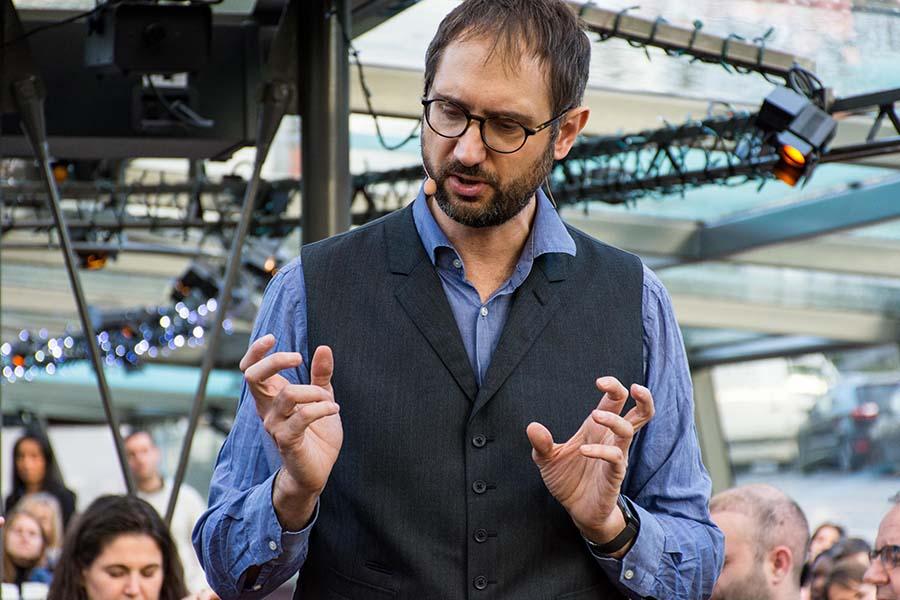 consulting événementiel sur mesure spectacle Laurent Tesla