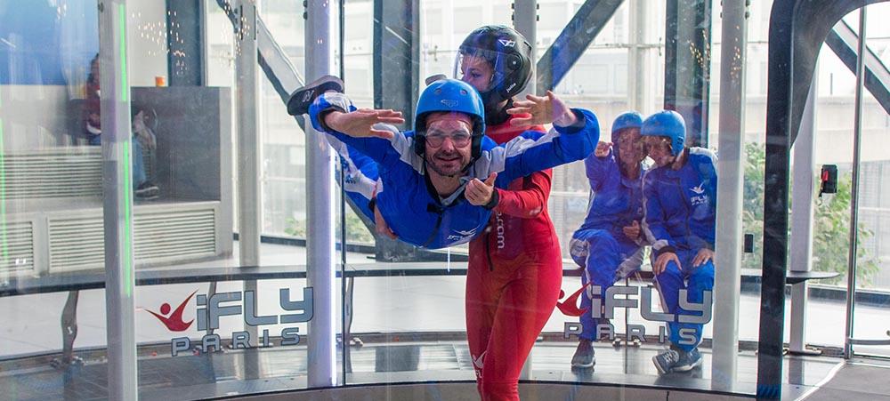 Entre collègues ou entre amis : découvrez le  simulateur de saut en parachute Ifly