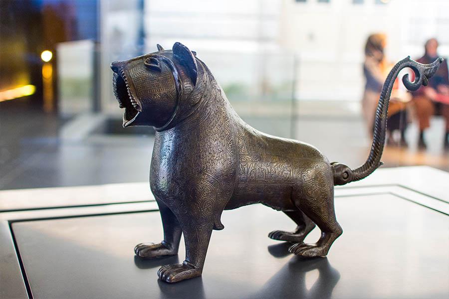 œuvres insolites du Louvre lion de Monzón