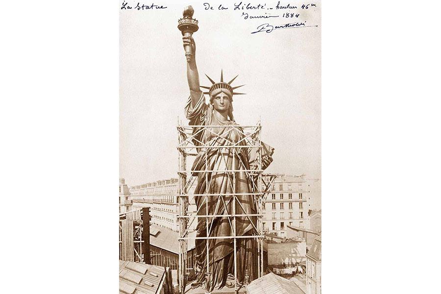 statue de la Liberté Paris Rue de Chazelles