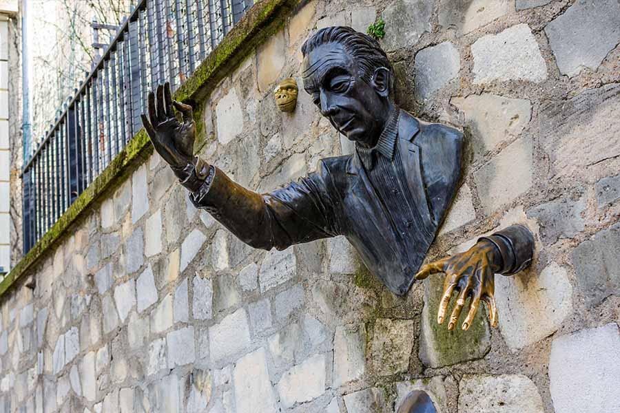 chasse au trésor Montmartre - statue le passe muraille