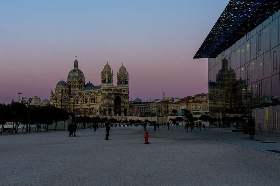 Marseille ville dynamique Mucem et cathérale la Major
