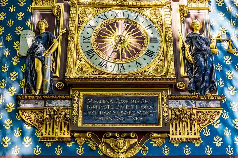 détail horloge palais de la cité