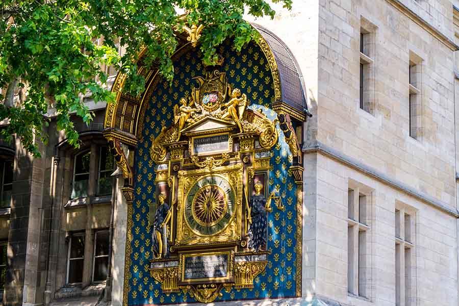 horloge palais de la cité vue d'ensemble