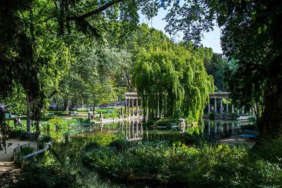 parc monceau au printemps