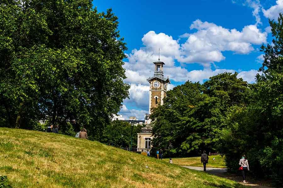 parc georges brassens vue sur le beffroi