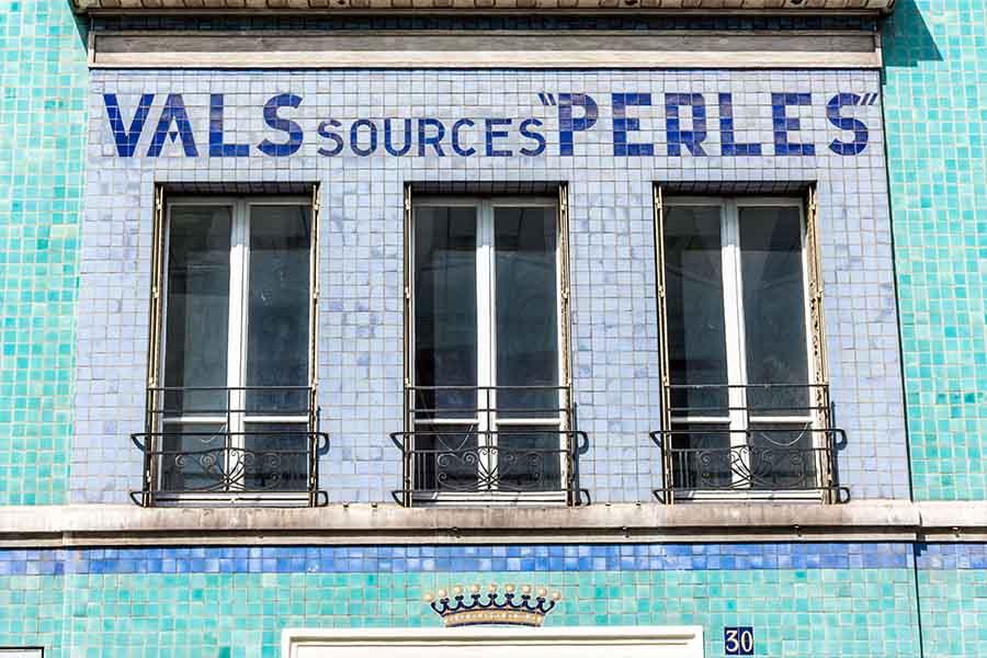 Immeuble société française des Eaux minérales détail vals sources perles