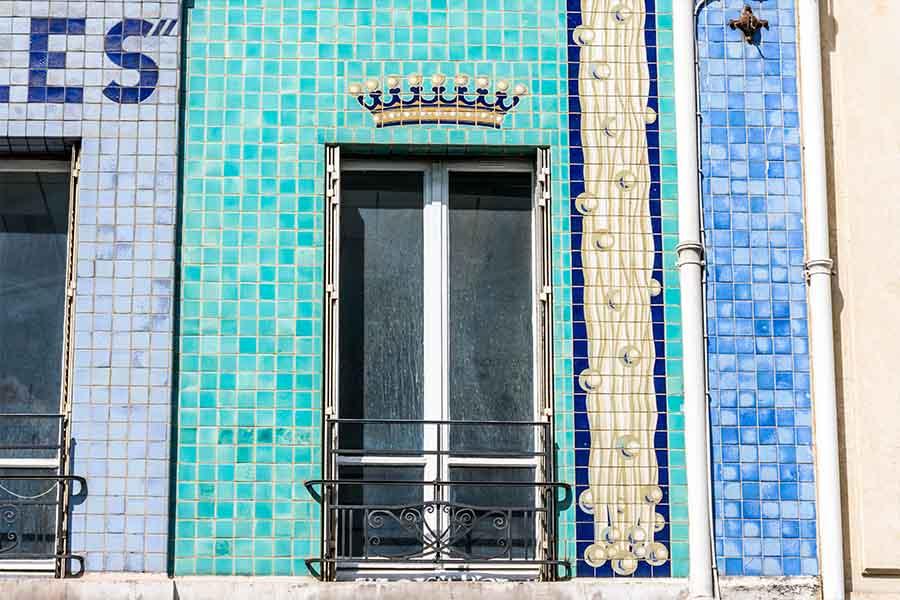 Immeuble société française des Eaux minérales couronne perles
