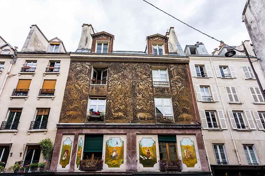 immeuble insolite Paris sgraffiti rue mouffetard