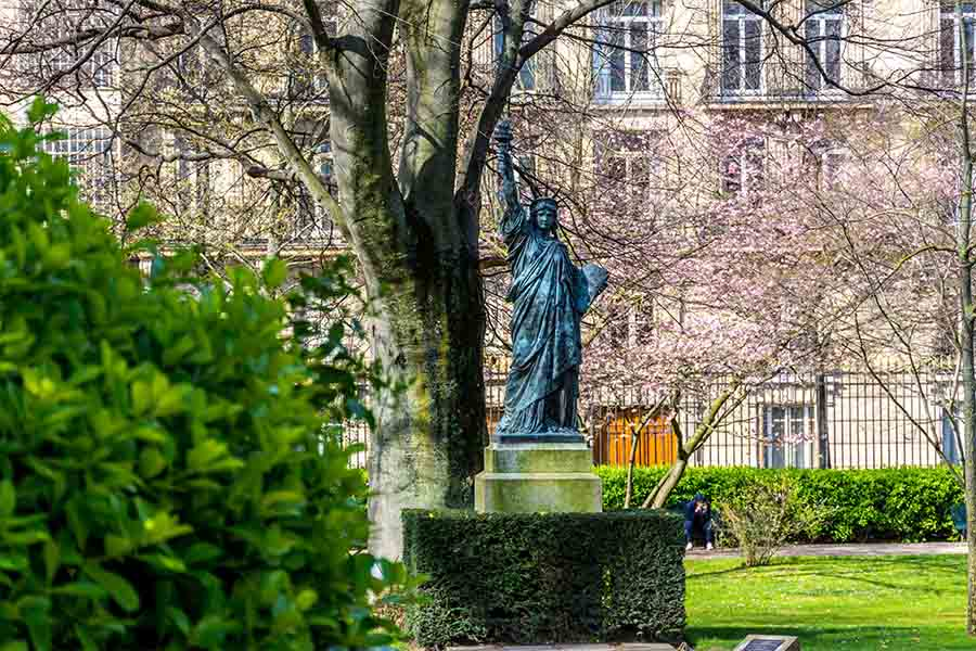 jardins du Luxembourg statue de la liberté