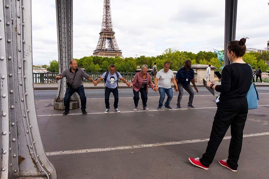 adult treasure hunt in Paris eiffel tower district