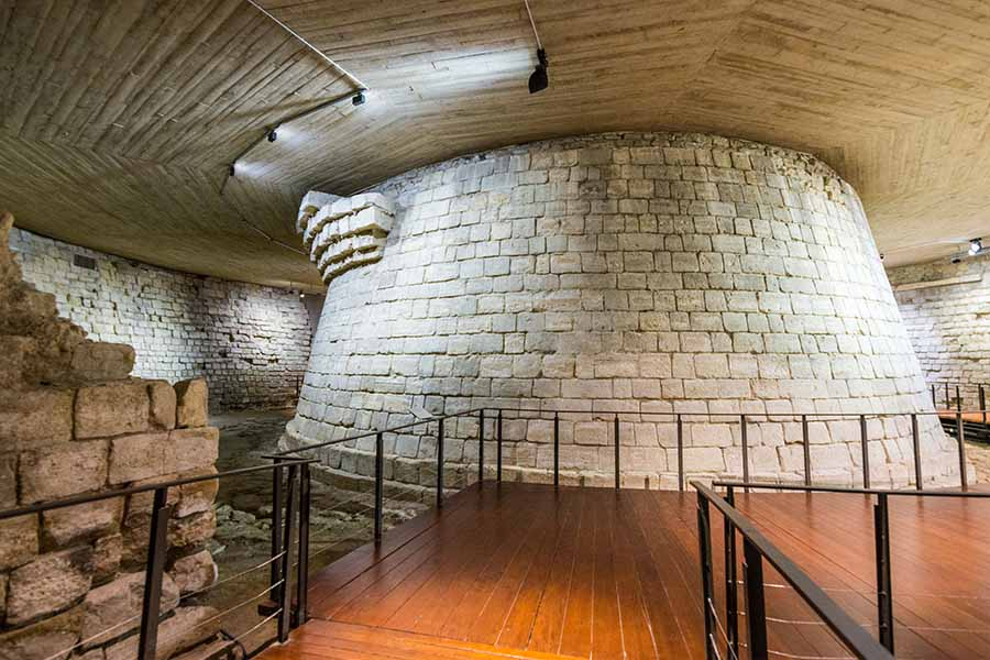 history of the Louvre dungeon