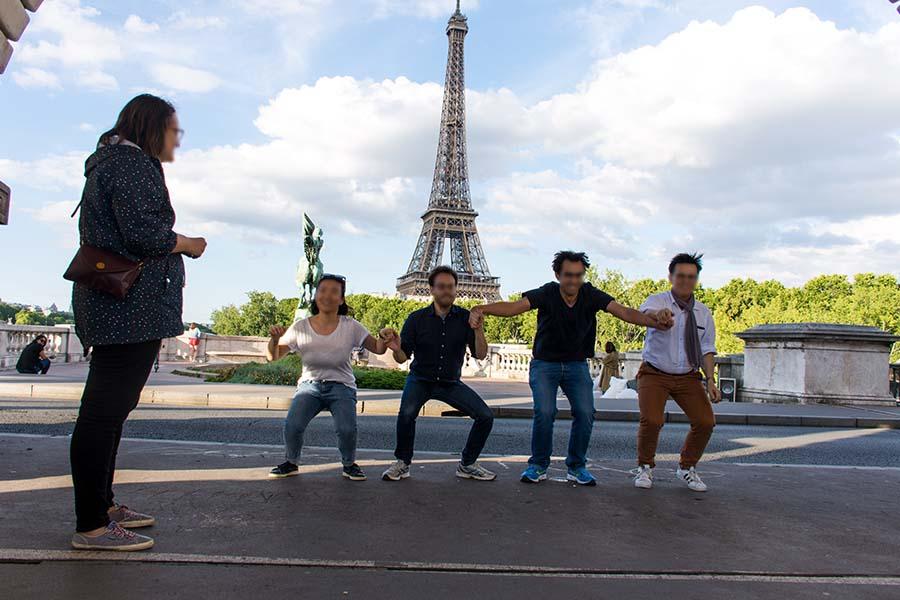 Team building scavenger hunt Eiffel Tower district 100 people
