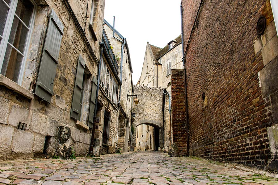 treasure hunt in the heart of the medieval city Senlis